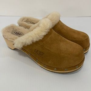 Ugg Fur Lined Tan Clogs in Size 6